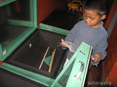 solar box cooker in Madagascar used by Zahana